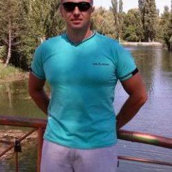 Парень из Москвы, ищу девушку любого возраста для страстного вечера или ночи